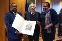 Relazioni internazionali. L'assessore regionale Patrizio Bianchi riceve in visita di cortesia l'ambasciatore del Mozambico, Cesar Francisco De Gouveia